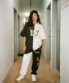 Waatfaak Contrast Black And White Streetwear Oversize T Shirt Butterfly Printing Harajuku Tshirt Womens Hippe Punk Short Sleeve Goth Outfit, Tomboy Outfits, Tomboy Fashion, Teenager Outfits, Swag Outfits, Retro Outfits, Grunge Outfits, Cute Casual Outfits, Look Fashion