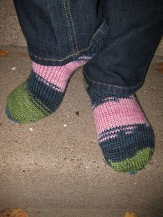 Är det någon som vill testa att sticka enkla raggsockor likt mina? Sockorna stickas från tårna och uppåt och kan varieras enligt tycke oc...