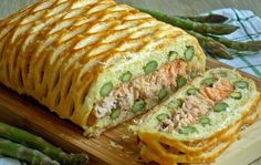 Łosoś ze szparagami w cieście francuskim Fish And Seafood, Food Photo, Sandwiches, Lunch Box, Food And Drink, Meals, Cooking, Ethnic Recipes, Party Ideas