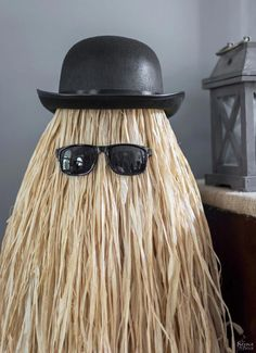 Cousin Itt Halloween prop | Easy and budget friendly DIY Halloween prop| DIY Addams Family prop| Step-by-step tutorial for DIY Cousin Itt | DIY Dollar store Halloween decorations| Upcycled tomato cage to Halloween decoration | Before & After | TheNavagePatch.com #halloweenstore Halloween Prop, Halloween Tanz, Fairy Halloween Costumes, Dollar Store Halloween, Outdoor Halloween, Diy Halloween Decorations, Halloween Crafts, Halloween Stuff, Homemade Decorations