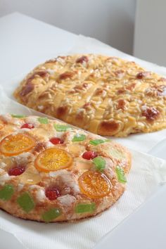 Coca de Sant Joan Spanish Desserts, No Cook Desserts, Banana French Toast, Donuts, Cooking Cake, Crazy Cakes, Chicken Salad Recipes, Food Places, C'est Bon