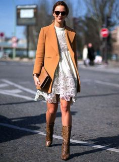 street-style-vestido-off-white-renda-blazer-marrom-por-cima