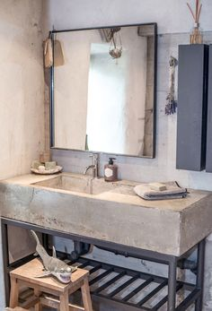 Concrete sink, cool soap dispenser, neat mirror, dried lavender, and THAT SHARK. This salle de bain has funky French written all over it. Industrial Bathroom Design, House Bathroom, Industrial Bathroom Vanity, Concrete Sink, Concrete Bathroom, Industrial Interiors, Industrial Bathroom, Industrial Bathroom Decor, Bathroom Inspiration