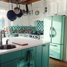 retro turquoise kitchen | Live Sweet Photography