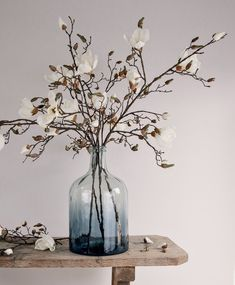 Where to buy the best faux flowers Hands up, who likes faux flowers? My frugal grandma used to have artificial flowers in her house. The type that looks plastic from the other side of the Large Glass Vase, Glass Jars, Vases Decor, Plant Decor, Faux Plants, Diy Garden Decor, Cool Ideas, Modern Interior Design, Flower Vases