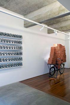 Apartamento de Luciana Brito é uma extensão da sua galeria de arte