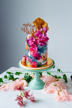 These One-Tier Wedding Cakes Are Legit Works of Art - Exotic wedding cake with a tropical theme! Tropical flowers, palm leaves & Co. Fancy Cakes, Cute Cakes, Pretty Cakes, Bolo Floral, Floral Cake, Gorgeous Cakes, Amazing Cakes, Crazy Wedding Cakes, Cake Wedding