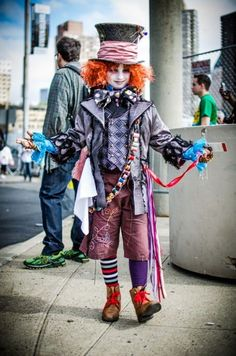 I go to a ton of conventions and have never seen ANY Tim Burton Mad Hatters look half as good as this kid. He was absolutely perfect. Cosplay: Mat Hatter, Tim Burton's Alice in Wonderland Photography:. Mad Hatter Diy Costume, Mad Hatter Cosplay, Costume Halloween, Halloween Kids, Dress Up Costumes, Diy Costumes, Cosplay Costumes, Maquillage Halloween Clown, World Book Day Costumes