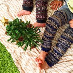 色違いのフェアアイル柄レッグウォーマーでぽかぽかな子供たちです(o^^o)  #daksクリスマスジャンパーデー   #子どもニット   #ダックス #DAKS  @daksjapan Leg Warmers, Fingerless Gloves, Fashion, Leg Warmers Outfit, Fingerless Mitts, Moda, Fashion Styles, Fingerless Mittens, Fashion Illustrations