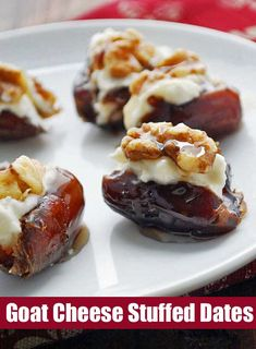 A wonderful appetizer, these goat cheese stuffed dates are drizzled with honey and topped with walnuts. Savory, sweet and crunchy in one bite! Bite Size Appetizers, Appetizers For Party, Appetizer Recipes, Toothpick Appetizers, Appetizer Sandwiches, Healthy Appetizers, Reuben Sandwich, Tapas, Spaghetti Torte