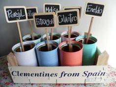 mini huerto de hierbas 9 Planter Boxes, Planters, Herb Garden, Home And Garden, Tin Can Alley, Diy Recycle, Green Life, Green Plants, Plant Decor
