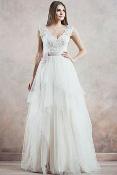 Vintage Ivory A-line Straps Floor-length Tulle Fabric Princess Wedding Dresses With Lace Style