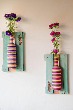 Vasos feitos em garrafas,e com molduras de caixas de feira! Impermeáveis, ótimas para varandas e sacadas! R$ 99,90