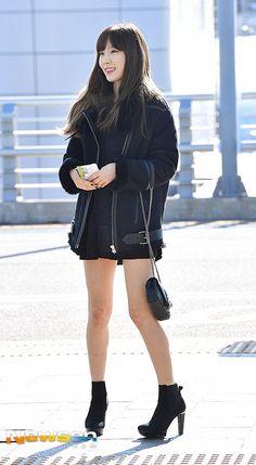 161201 Taeyeon - Airport to Hongkong (2016 MAMA) Snsd Airport Fashion, Taeyeon Fashion, Fashion Idol, Daily Fashion, Girl Fashion, Kpop Girl Groups, Kpop Girls, Korean Girl, Asian Girl