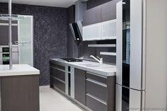 Modern Gray Kitchen Cabinets (Kitchen-Design-Id…) – Hazir Site Modern Grey Kitchen, Grey Kitchens, Modern Kitchen Design, Cool Kitchens, Modern Kitchens, Kitchen Designs, Grey Kitchen Cabinets, Modern Cabinets, Kitchen Lighting Over Table