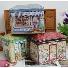 3 scatole di latta a forma di casetta, che ritraggono 3 antichi negozi molto dolci...caramelle, biscotti e pasticcini...in pieno stile country chic! http://www.scegli-e-compra.com/decorazioni-accessori-per-la-cucina/2876-3-scatole-cucina-antichi-mestieri-latta-country-chic.html#.UVGHxUE0fis