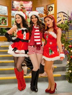 This is Elisabith Gillies,Victoria Justis,and Ariana Grande ( Jade West,Tori Vega,and Cat Valentime ) from Victorius