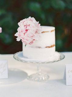 Featured Photographer: Gianny Campos Photography; wedding cake ideas