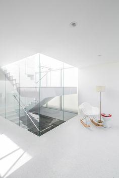 zig zag house: minimalistic interior    stairs . Treppe . escalier   Design: Dan Brunn Architecture  
