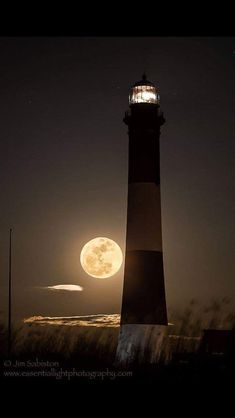 New nature night photography moonlight ideas Lighthouse Lighting, Lighthouse Pictures, Lighthouse Art, Moon Photos, Moon Pictures, Beautiful Moon, Beautiful Places, Shoot The Moon, Beacon Of Light