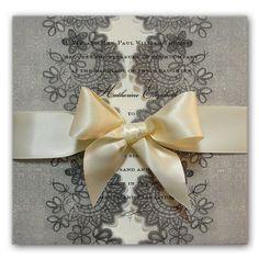 invitaciones de boda en blanco y negro con georgette de Anna Griffin