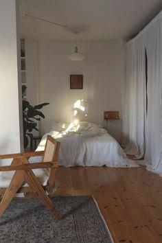 Room Ideas Bedroom, Diy Bedroom Decor, Home Decor, Berlin House, Decoration Design, Party Decoration, Aesthetic Bedroom, White Aesthetic, Minimalist Bedroom