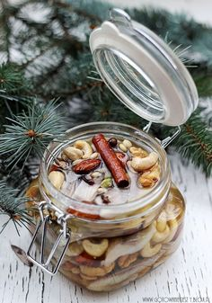 Korzenne śledzie z orzechami A Food, Good Food, Food And Drink, Polish Christmas, Seafood Salad, Polish Recipes, Appetizers, Tasty, Cooking
