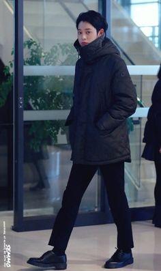 정준영 짠내투어 제작 발표회 jung joon young jjy Jung Joon Young, Pop Rock, Good Looking Men, Korean Singer, How To Look Better, Asia, Faces, Turtle Neck, Restaurant