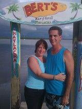 Foto archivo de Isabel y Carlos Albuerne en Matlacha, Pine Island. Foto I. Albuerne