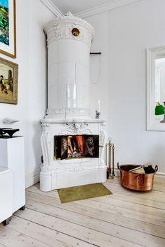 Kika in i formgivarens rosa drömhus Home Decor Inspiration, Architecture Design, Lisa, Board, Sign, Planks, Tray