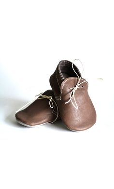 Handmade soft sole leather baby boy shoes / Baby boy brown moccasins / Baby boy crib shoes / Baby shower gift by MiniMo