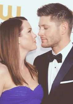 I haven't watched a lot of supernatural, but damn look at the way he is looking at her. Every girl needs that moment Jensen Ackles Family, Jared And Jensen, Dean Winchester, Most Beautiful Man, Beautiful People, Otp, Danneel Harris, Por Tras Das Cameras, Daneel Ackles