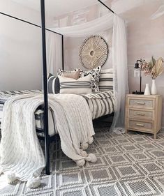 Stress less and enjoy the best with our FIRST CLASS BEDDY'S! 📷 : @blessed_ranch #beddys #zipyourbed #zipperbeading #adultbedding #fashionablebedding #bedding #beddings #stylish #homedecor #homeinspo #homedecoration #bedroomdesign #bedroomgoals Floral Bedroom Decor, Boho Decor, Beddys Bedding, Zipper Bedding, Shared Bedrooms, Make Your Bed, Girls Bedroom, Bedroom Ideas, Small Rooms