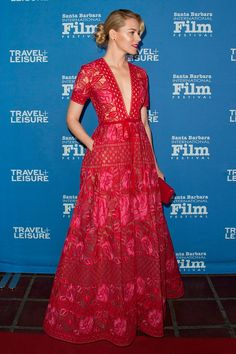 6 February Wearing a stunning Elie Saab lace dress, Elizabeth Banks was awarded with one of the Virtuosos Awards during the Santa Barbara International Film Festival.   - HarpersBAZAAR.co.uk