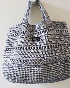 流行りのズパもいいけど、軽くて洗えて、手軽な梱包用の紐で編んだバッグも好きです。 ついこればかり使っちゃう!という方、続出です( ´艸`) #スズランテープ#バッグ#かぎ針編み #手編み#手作り#knitting #crotchet #梱包用#紐#スパゲッティ #サマーバッグ