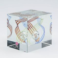 Oiva Toikka, IITTALA/NUUTAJÄRVI, signeerattu, merkitty ALMA MEDIA, k 8 cm, l n. 8 cm. Glass Art, Container, Design