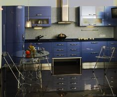 A luxurious modern design with glossy blue kitchen cabinets and metallic accents. Kitchen Cabinets Pictures, Blue Kitchen Cabinets, Contemporary Kitchen Cabinets, Navy Kitchen, Purple Kitchen, Space Kitchen, Kitchen Modern, Minimalist Kitchen, Kitchen Cabinet Color Schemes