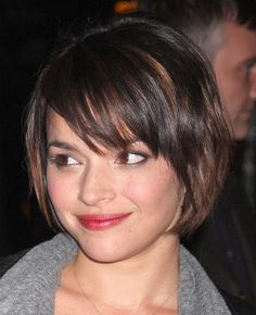 Norah Jones Bob  She cut away her long curls and is wearing a short bob. This is a great cut for Norah because the layers help her otherwise thick curly hair.