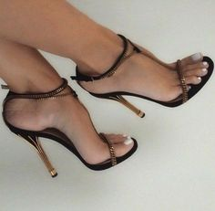 Shows off the feet well