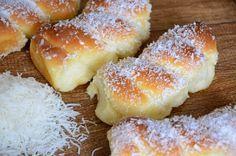 O Pão de Leite Condensado rende muito e é delicioso. Experimente fazer para o seu café e agrade a todos os seus convidados! Veja Também: Pão Doce Fofinho V