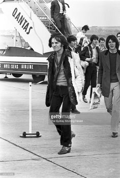 The Small Faces in Australia, c. 1968 Part I Steve Marriott, Ian McLagan, Kenney Jones and Ronnie Lane arrive enter the airport facilities in Sydney shortly after landing. Kenney Jones, Ronnie Lane, Steve Marriott, Muse Music, 60s Rock, Humble Pie, Small Faces, Rock Chic, Keith Richards