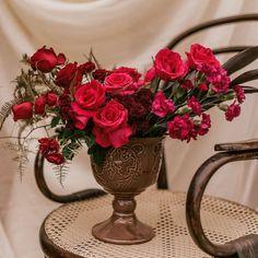 """3 curtidas, 0 comentários - As Floristas por Carol Piegel (@asfloristas) no Instagram: """"Como podemos estar tão perto e ao mesmo tempo tão longes!? ⠀⠀⠀⠀⠀⠀⠀⠀⠀ Nos últimos dias o que mais eu…"""" Floral, Instagram, Design, Florists, Close Up, Valentines Day Weddings, Flowers, Flower"""