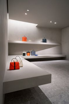 john pawson transforms valextra's milan store with monochromatic, gallery-like intervention John Pawson Architect, Suspended Shelves, Room Store, Kengo Kuma, Sustainable Architecture, Ancient Architecture, Landscape Architecture, Retail Interior, Apple Shop
