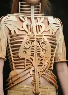 Halloween inspiration , eclectic Avant Garde fashion , wooden skeleton dress The Well-Appointed Catwalk: Couture Week Pinspiration 3d Fashion, Fashion Details, Fashion Design, Weird Fashion, Funky Fashion, Rustic Fashion, Paper Fashion, Skull Fashion, Fetish Fashion