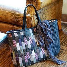Purple shopperbag #퀼트앤돌디자인 #애나스튜디오 #가방디자인 #애나백 #애나삭 #애나돌 #작품판매 #퀼트패키지 #퀼트워크샵 #퀼트클래스 #퀼트 #패치워크 #퀼트가방 #빅백 #데님 #데님가방 #quiltndolldesign #annastudio #workroom #patchwork #quilt #quilting #annabag #annasack #annadoll #handmadebag #handwork