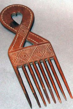 Africa | Hair comb from the Ashanti people of Ghana | Wood