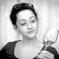 Regina sagt: Die Weingläser von #stolzle sind besonders klar und sie strahlen elegant in jedem Licht.Schau nach bei vinoakvo.    @stoelzlelausitz #weinglas #wineglass #crystalglass #winefair #weinundmehr #vinoakvo #berlinwein #berlintrinktwein #wein #gläschenwein #weinliebhaber #weinzuwasser #wasserspenden #muttertag #muttertagsgeschenk