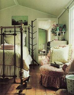 images of english country decor | Then - Here's a quintessential English Country bedroom as done by ...