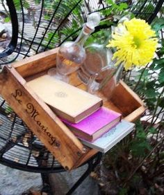 "How to make new ""old"" crates Pallet Crafts, Wood Crafts, Diy Crafts, Crate Crafts, Decor Crafts, Old Crates, Wooden Crates, Wine Crates, Wooden Projects"