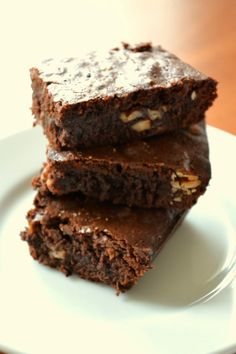 Brownie with nuts, peper and salt